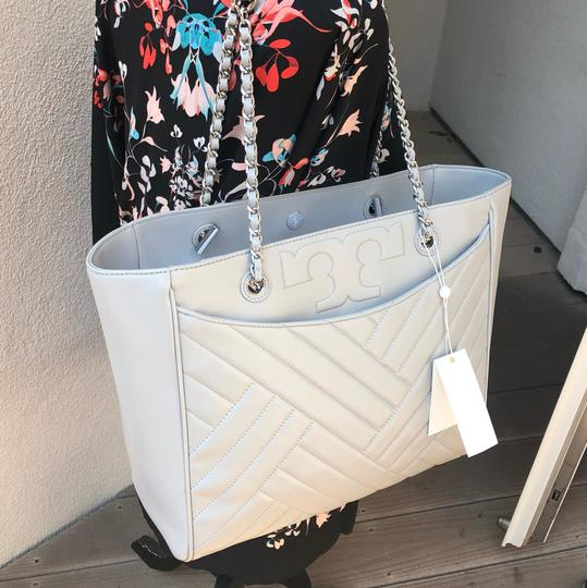Tory Burch Quilted Lamb Leather Channel Large 2pcs Tote in cement (grey) Image 10