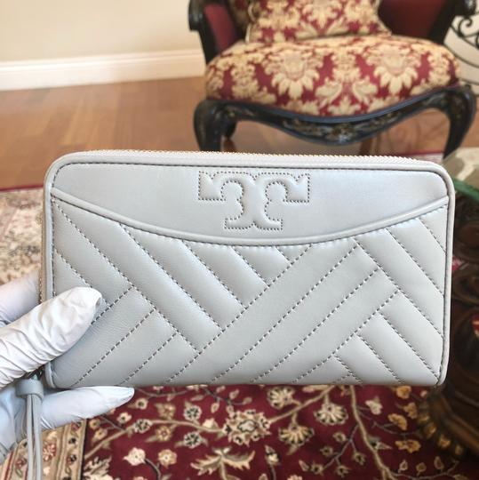 Tory Burch Quilted Lamb Leather Channel Large 2pcs Tote in cement (grey) Image 6
