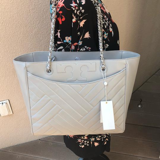 Tory Burch Quilted Lamb Leather Channel Large 2pcs Tote in cement (grey) Image 9