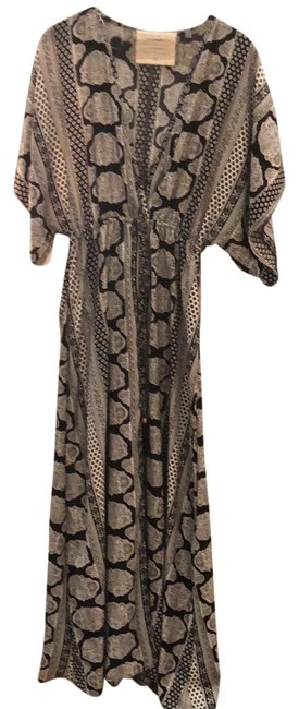 Preload https://img-static.tradesy.com/item/23774455/blackwhite-clb7982-can-be-a-cover-up-or-long-casual-maxi-dress-size-8-m-0-1-650-650.jpg