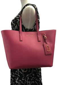 Marc Jacobs Tote in margenta