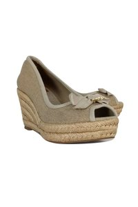 be667947b7dc Women s Beige Tory Burch Shoes - Up to 90% off at Tradesy