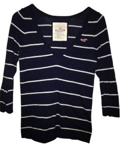 Hollister Long Sleeved Classic Sweater