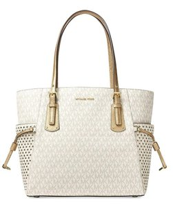 Michael Kors Signature Voyager East/West Signature Shoulder Star Tote in Vanilla / Gold