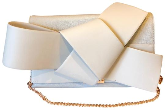 Preload https://img-static.tradesy.com/item/23777494/ted-baker-asterr-giant-bow-knot-convertible-taupe-leather-shoulder-bag-0-1-540-540.jpg