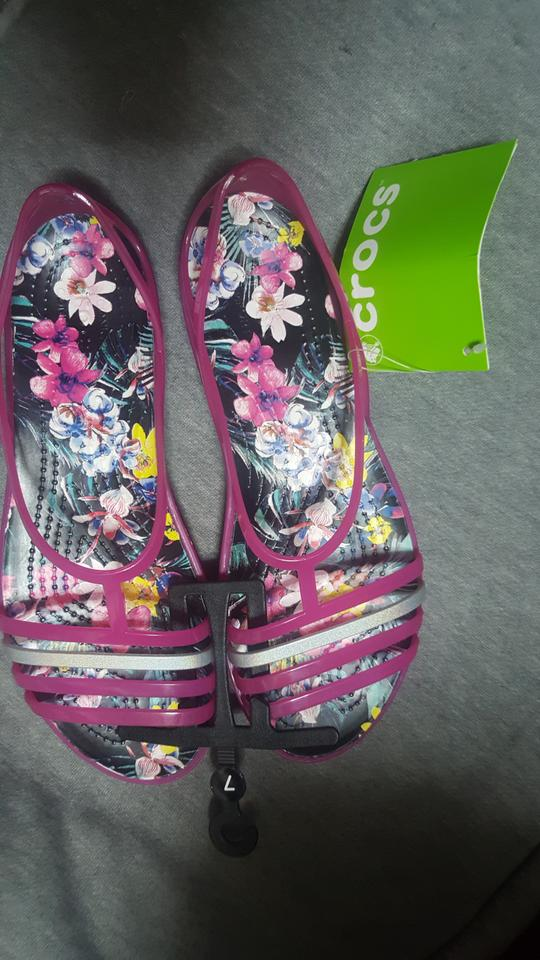8cd13dbf8e82 Crocs Candy Pink Tropical Isabella Graphic Sandals Size US 7 Regular ...