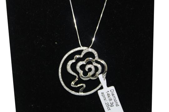 Other 14 KT. White Gold Diamond Flower In Circle Charm Necklace Image 2