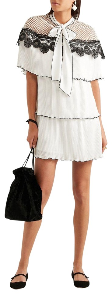 3782989642699 self-portrait White Monochrome Pleated Gazar Embroidery Short Casual ...