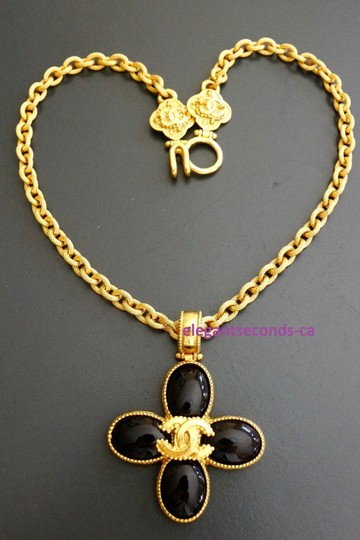 Chanel Auth. Vintage Chanel Gold Plated Necklace Stone Pendant Image 4