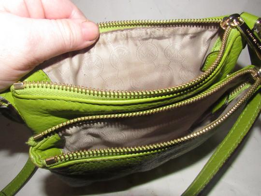 Michael Kors Lots Of Pockets/Room Mint Condition Body/Shoulder Bold Gold Hardware Great Color Cross Body Bag Image 10