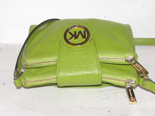 Michael Kors Lots Of Pockets/Room Mint Condition Body/Shoulder Bold Gold Hardware Great Color Cross Body Bag Image 4