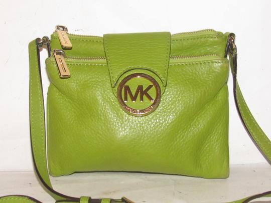 Michael Kors Lots Of Pockets/Room Mint Condition Body/Shoulder Bold Gold Hardware Great Color Cross Body Bag Image 5