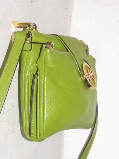 Michael Kors Lots Of Pockets/Room Mint Condition Body/Shoulder Bold Gold Hardware Great Color Cross Body Bag Image 8