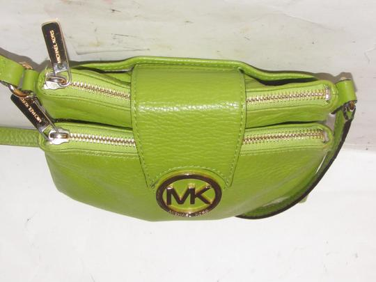 Michael Kors Lots Of Pockets/Room Mint Condition Body/Shoulder Bold Gold Hardware Great Color Cross Body Bag Image 9