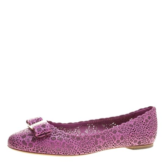 Preload https://item5.tradesy.com/images/salvatore-ferragamo-pink-laser-cut-leather-rubens-scalloped-trim-ballet-flats-size-eu-405-approx-us--23781754-0-0.jpg?width=440&height=440