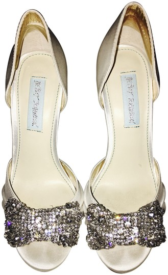 Preload https://item3.tradesy.com/images/betsey-johnson-soft-ivory-gown-by-formal-shoes-size-us-6-regular-m-b-23781807-0-1.jpg?width=440&height=440