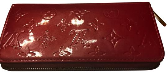 Preload https://item4.tradesy.com/images/louis-vuitton-lv-red-leather-clutch-23781943-0-1.jpg?width=440&height=440