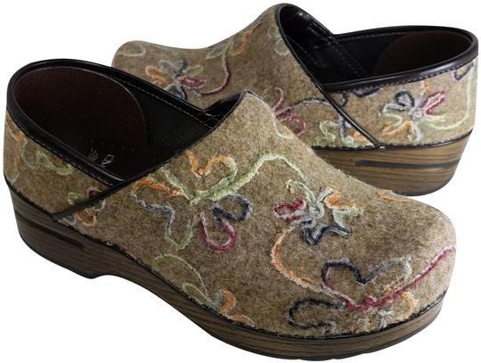 Preload https://img-static.tradesy.com/item/23781982/dansko-oatmealdansko-felt-embroidered-floral-mulesslides-size-eu-38-approx-us-8-regular-m-b-0-2-540-540.jpg