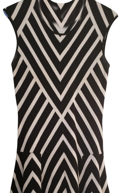 Preload https://item4.tradesy.com/images/banana-republic-black-and-white-pleated-chevron-mid-length-workoffice-dress-size-petite-8-m-23781983-0-2.jpg?width=400&height=650