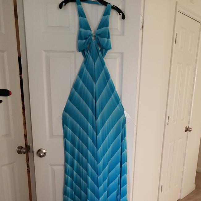 Preload https://img-static.tradesy.com/item/23782019/bebe-blue-and-white-chevron-long-casual-maxi-dress-size-8-m-0-0-650-650.jpg