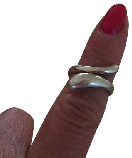 Preload https://item5.tradesy.com/images/tiffany-and-co-silver-ring-23782084-0-1.jpg?width=440&height=440