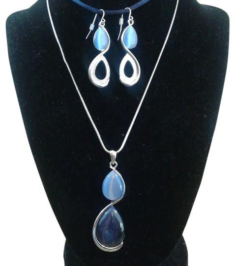 Preload https://img-static.tradesy.com/item/23782428/and-pierced-earrings-necklace-0-1-540-540.jpg