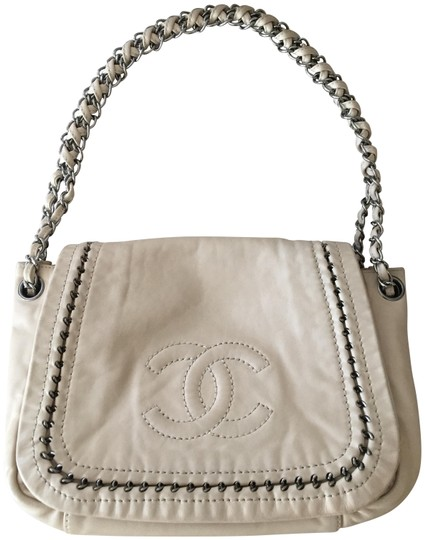 Preload https://img-static.tradesy.com/item/23782639/chanel-10662729-beige-leather-shoulder-bag-0-1-540-540.jpg