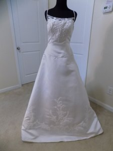 Eden White 2188 Traditional Wedding Dress Size 8 (M)