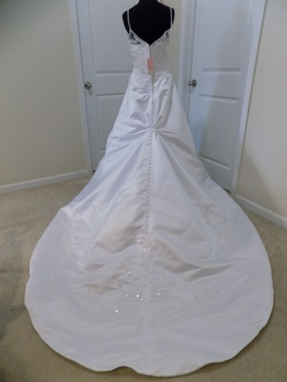 Eden White 2188 Traditional Wedding Dress Size 8 (M) Image 2