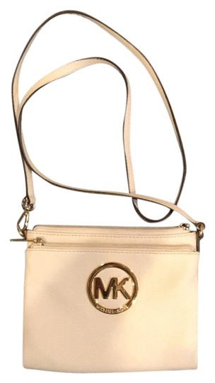Preload https://img-static.tradesy.com/item/23788104/michael-kors-monogram-white-leather-cross-body-bag-0-1-540-540.jpg