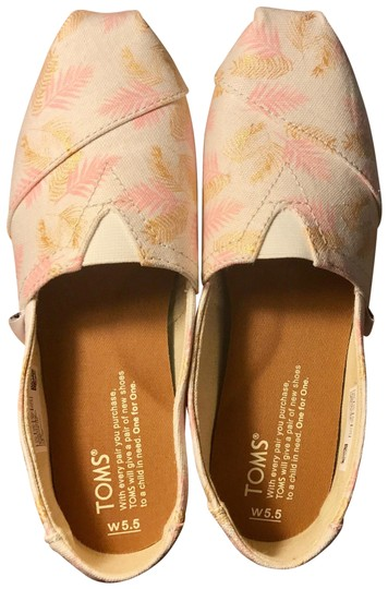 Preload https://img-static.tradesy.com/item/23788156/toms-white-glided-blush-palm-leaves-woman-classicitem-10010321-flats-size-us-55-regular-m-b-0-1-540-540.jpg