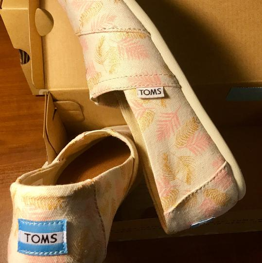 TOMS Pink/Golf Leaf White Glided Blush Palm Leaves Flats Image 2