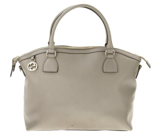 Preload https://img-static.tradesy.com/item/23788278/gucci-charm-convertible-grey-leather-satchel-0-1-540-540.jpg