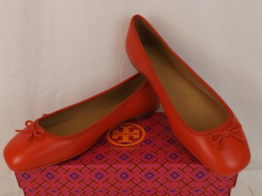 Tory Burch Bow Stacked Heel Driving Poppy Orange Flats Image 3