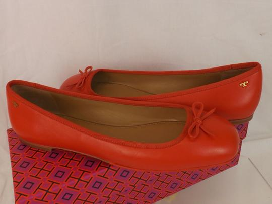 Tory Burch Bow Stacked Heel Driving Poppy Orange Flats Image 9