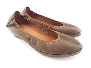 Gentle Souls Kenneth Cole Slip On Wedge Natalie Demi Brown Taupe Flats