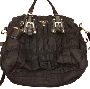 197f1316a5c2 Prada Hobo Bags - Up to 70% off at Tradesy (Page 4)