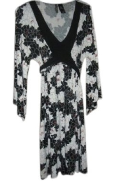 Preload https://item3.tradesy.com/images/bisou-bisou-black-and-white-floral-above-knee-short-casual-dress-size-12-l-23797-0-0.jpg?width=400&height=650