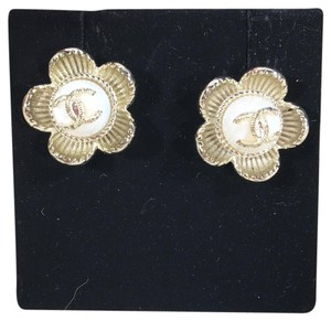 Chanel CHANEL CC LOGO WITH CAMELLIA FLOWER GOLD STUDDED EARRINGS