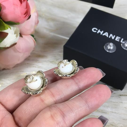 Chanel CHANEL CC LOGO WITH CAMELLIA FLOWER GOLD STUDDED EARRINGS Image 3