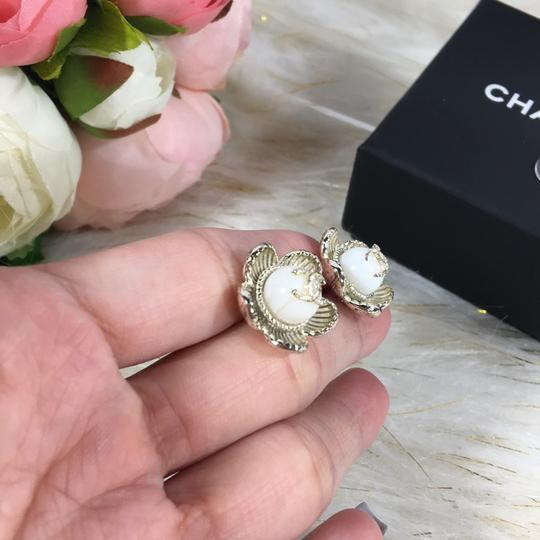 Chanel CHANEL CC LOGO WITH CAMELLIA FLOWER GOLD STUDDED EARRINGS Image 4