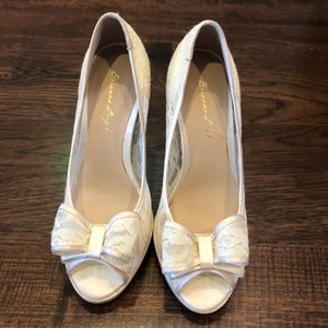 Brianna Leigh Ivory Queen Silk Lace Heels Pumps Size US 5 Regular (M, B)