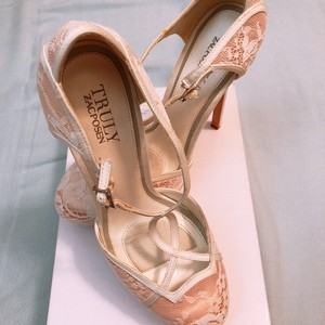 Truly Zac Posen White/Nude Pink) Pumps Size US 7 Regular (M, B)