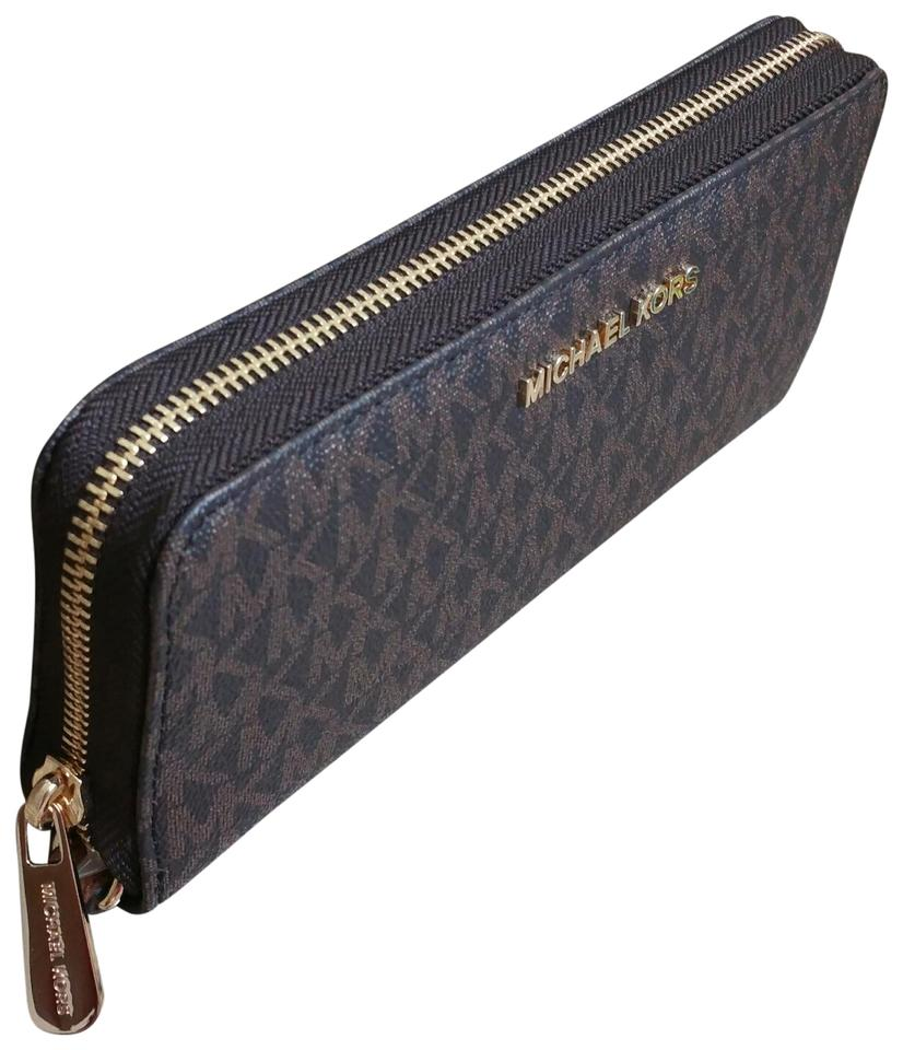 b023b6db23cd Michael Kors Brown Monogram Travel Jet Set Wallet - Tradesy