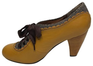 Poetic License mustard brown Pumps