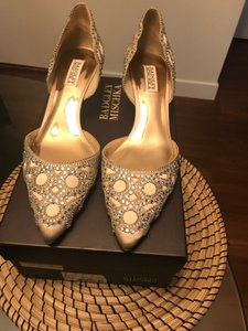 Badgley Mischka Latte Ginny Embellished D'orsay Kitten Heels Pumps Formal Size US 9.5 Regular (M, B)