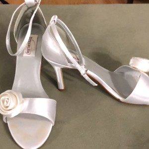 Dyeables White Ready To Dye Any Color Formal Size US 9.5 Regular (M, B)