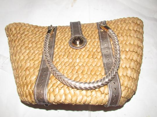 Michael Kors Xl Santorini Style Body Bold Gold Hardware Tote in metallic pewter leather and woven straw Image 4