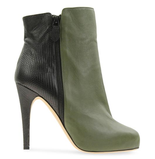 Preload https://img-static.tradesy.com/item/23813577/chrissie-morris-mulitcolored-two-tone-leather-bootsbooties-size-eu-395-approx-us-95-regular-m-b-0-1-540-540.jpg
