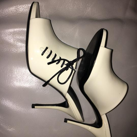 Gucci Off White Patent Leather Sandals Image 3